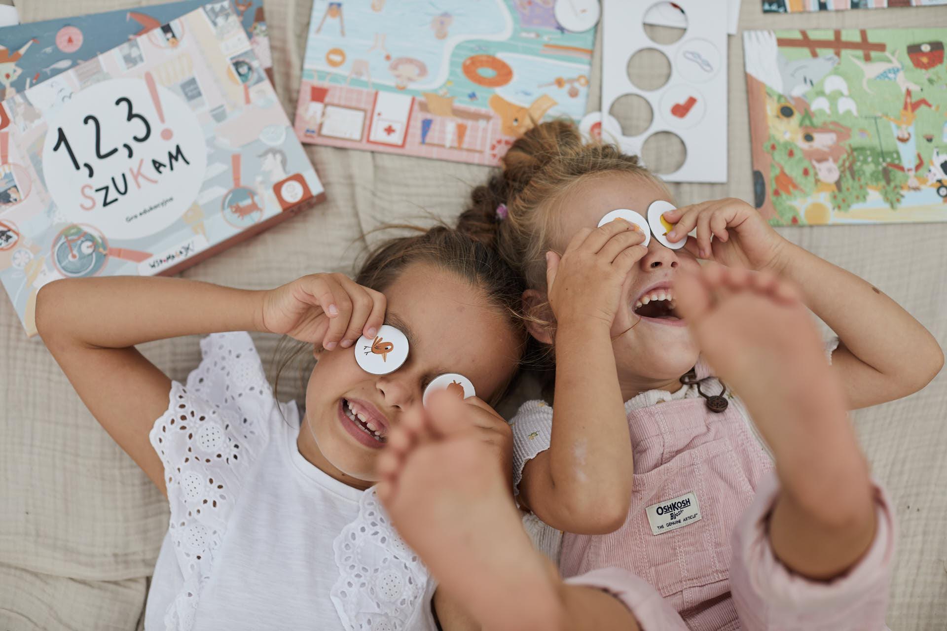 Dzieci grają w grę